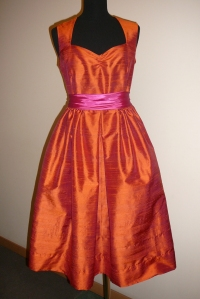 Dabīga zīda balles kleita